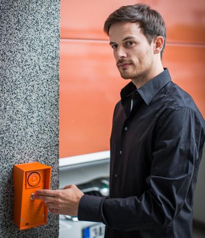 Dveřní komunikátor IP Safety v praxi