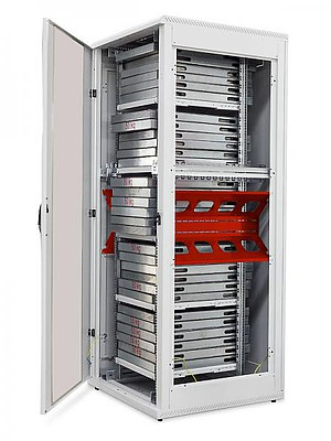 Pomocí speciálních bočních lišt můžete zvýšit nosnost rozvaděče RMA-800+ až na 1 500 kg