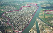 Červená čára reprezentuje různorodost perimetru továrny BASF v Ludwigshafenu