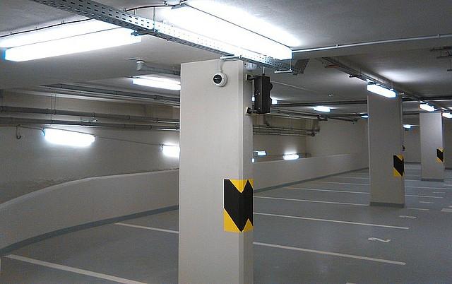 V prostorách garáží jsou umístěny venkovní varianty mini dome kamer DDR-5310