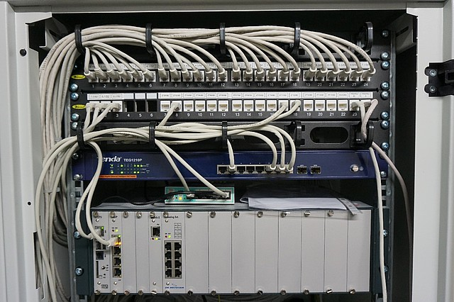 Venkovní komunikátory jsou napájený pomocí PoE switchů