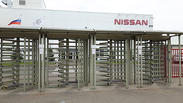 Plnovýškové turnikety v továrně Nissan