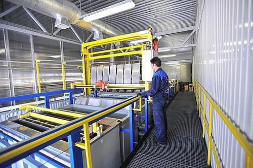 K práškovému lakování je ve výrobním závodu PERCo použita automatizační technika