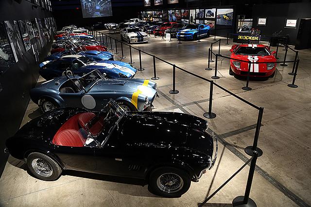 Muzeum automobilky Shelby vystavuje desítky historických vozů v hodnotě miliónů dolarů